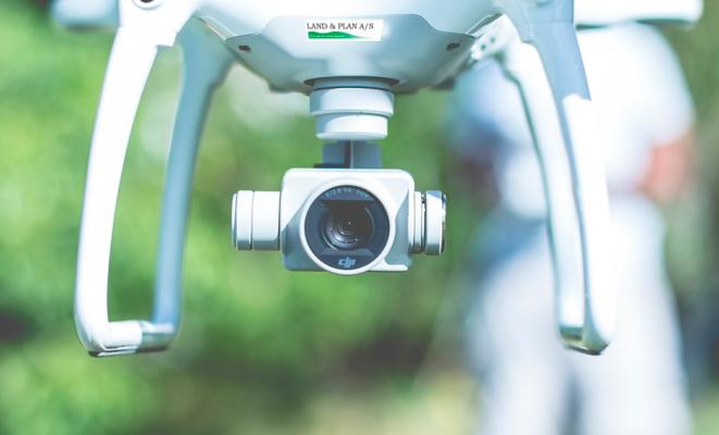 Drone med kamera til opmåling af arealer
